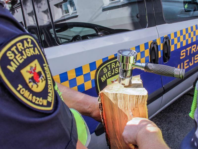 STOP SMOG. Strażnicy miejscy pomogą zmierzyć wilgotność drewna