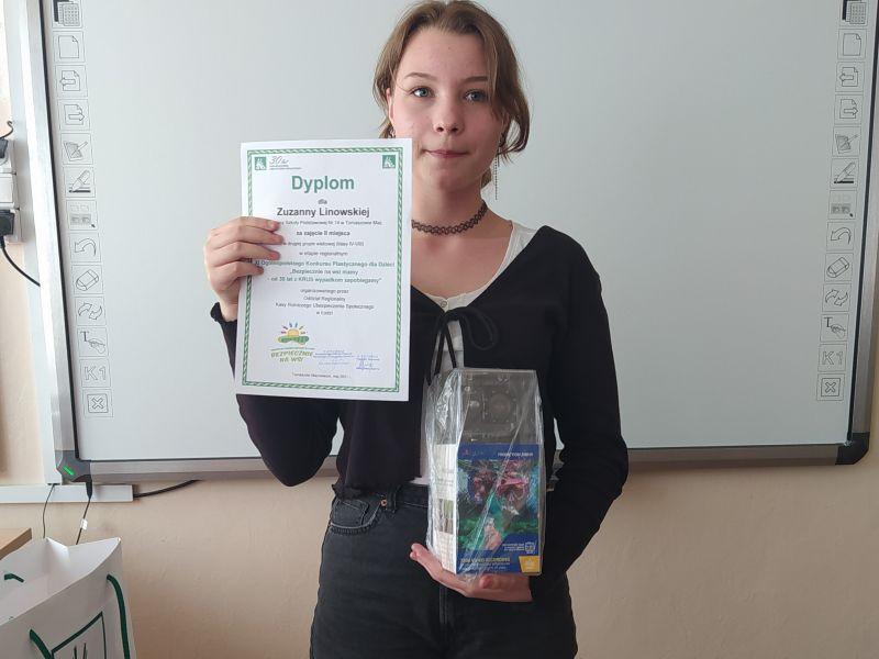 Uczennica ze SP nr 14 z dyplomem konkursu plastycznego KRUS