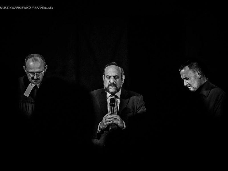 od lewej: ks Wiesław Żydel, rabin Michael Schudrich, ks. Zygmunt Nitecki, podczas modlitwy ekumenicznej w intencji wywiezionych do obozu w Treblince.