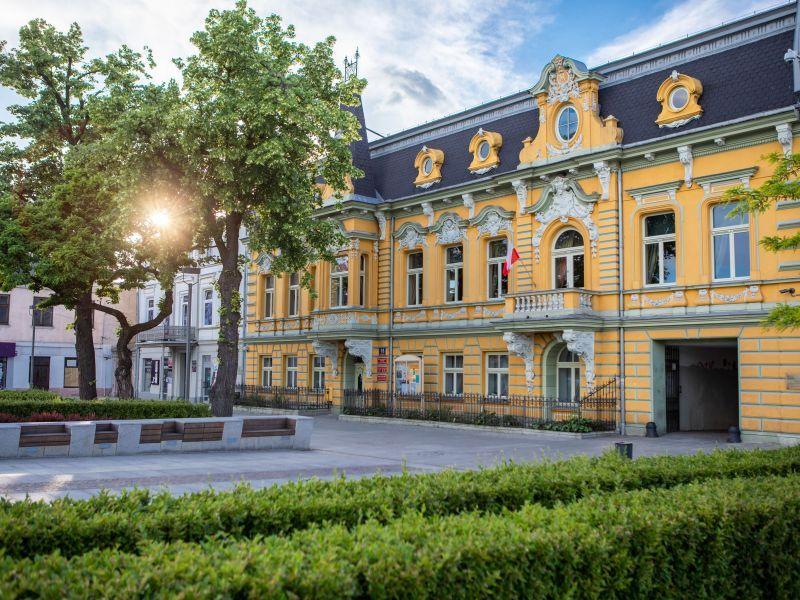 na zdjęciu kamienica Knothe, obecna siedziba Miejskiego Centrum Kultury w Tomaszowie Mazowieckim