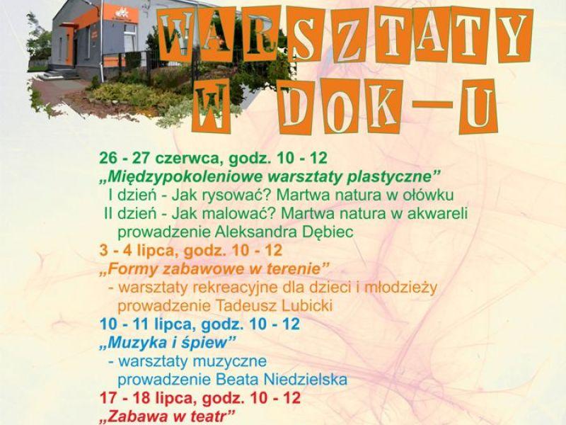 Plakat promującey wakacje w DOK-u