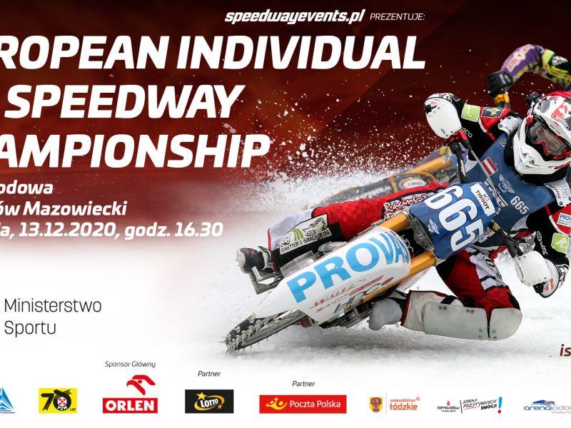 Na zdjęciu baner zawodów European Individual Ice Speedway Championship w Arenie Lodowej. Na banerze stlwetka żuzlowca na motocyklu podczas wyścigu na lodzie, a także loga organizatorów i sponsorów