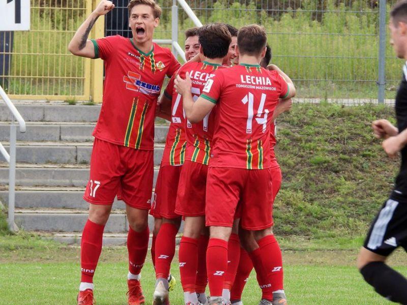 Na zdjęciu piłkarze Lechii triumfują na boisku po zdobyciu gola