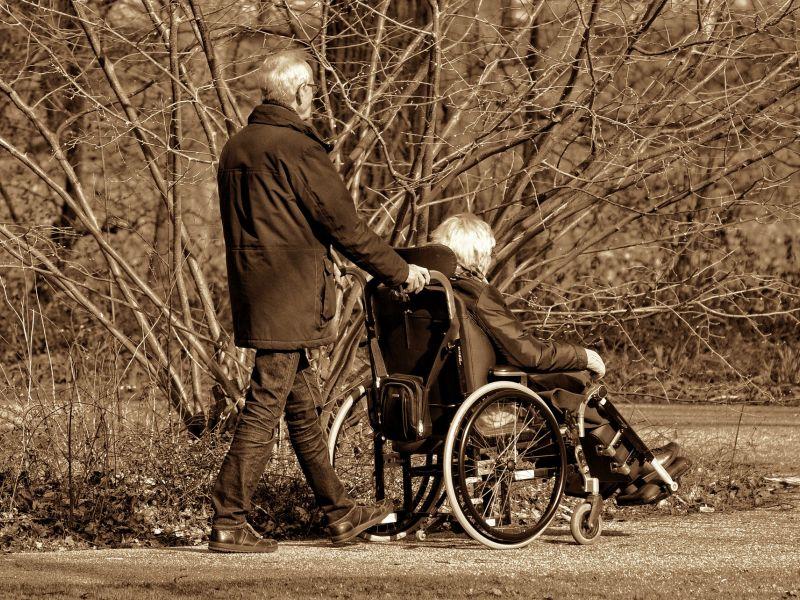 seniorzy, emeryci, osoby niepełnosprawne