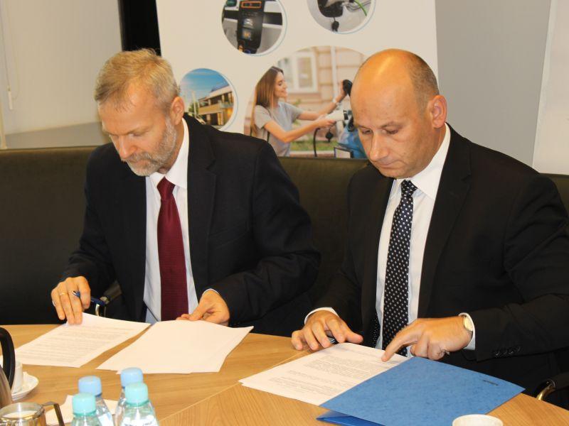 Prezydent podpisał porozumienie o współpracy w sprawie elektromobilności