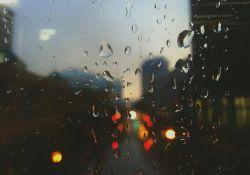 Uwaga, może padać