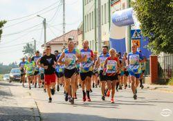 Na zdjęciu uczestnicy II Biegu im. B. Drozdowskiego wybiegają ze startu