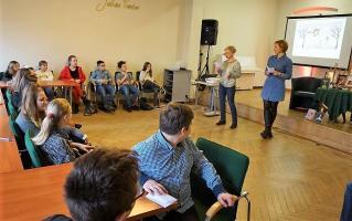 Oblicza miłości ‒ spotkanie biblioterapeutyczne dla młodzieży  w MBP