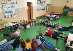 Zajęcia dogoterapii w przedszkolu